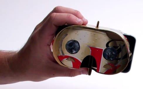 Un casque VR taillé dans un emballage de Coca-Cola