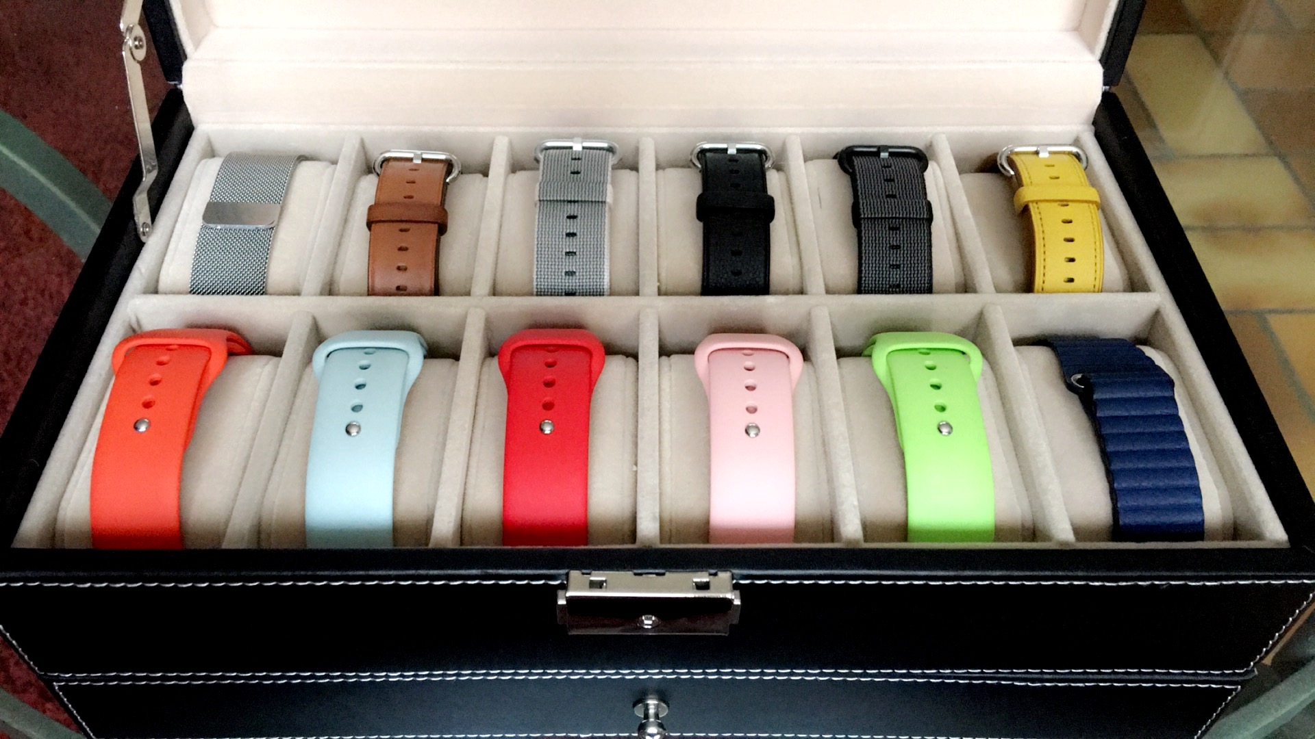 un coffret pas cher pour ranger ses bracelets d 39 apple watch watchgeneration. Black Bedroom Furniture Sets. Home Design Ideas