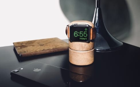 Totm+Travl : un socle domotique et une batterie externe pour l'Apple Watch