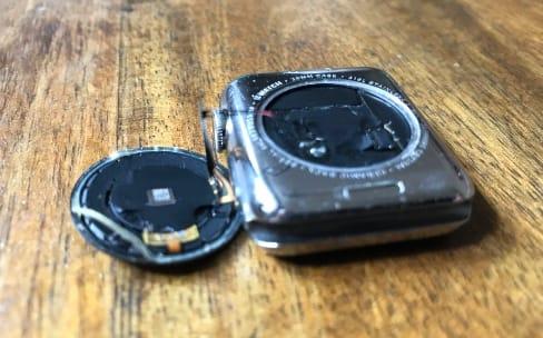 """Apple répare gratuitement les Apple Watch """"Series 0"""" avec un dos qui se décolle"""