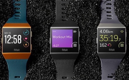 Les bracelets fitness s'essoufflent derrière les montres connectées