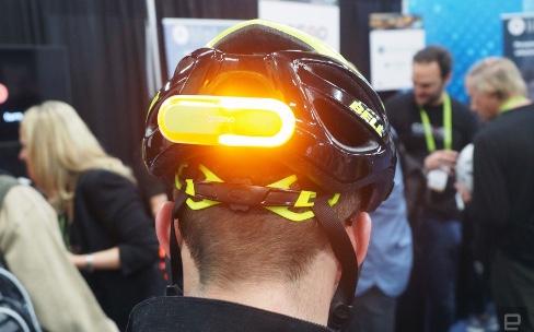 Cosmo Bike, un feu arrière connecté pour son casque de vélo