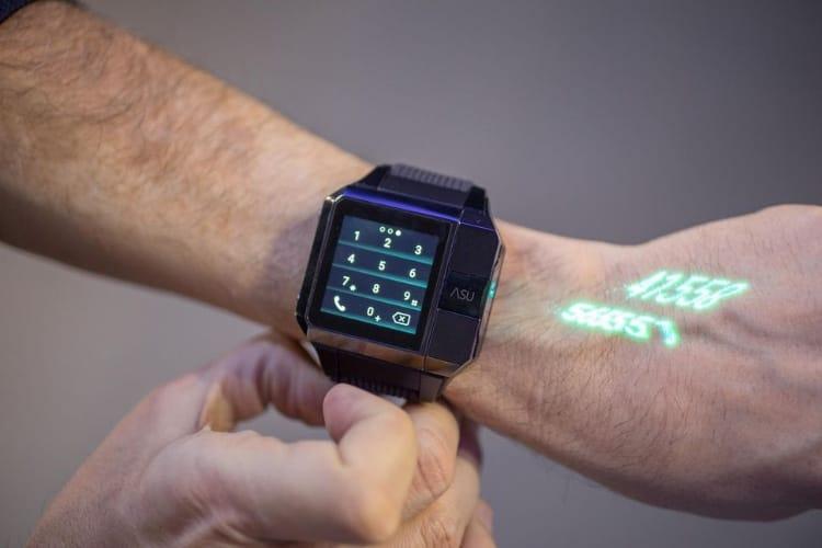 Haier a intégré un mini-projecteur dans une montre parce que pourquoi pas après tout