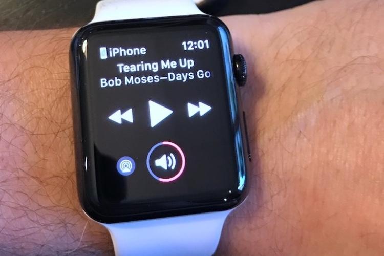 """Apple Watch : comment désactiver l'affichage automatique de """"À l'écoute"""" sur l'écran"""